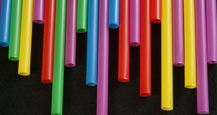 Canadá prohibe los plásticos de un solo uso