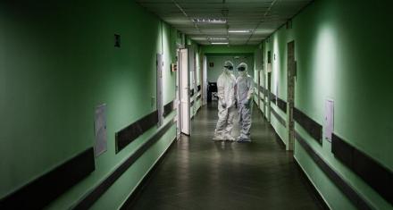 Rusia: Los médicos no reciben aplausos por la desconfianza heredada de los tiempos de la URSS
