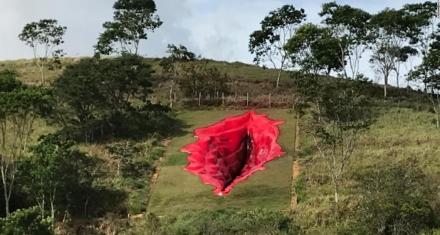 """Polémica en Brasil la escultura de de una vulva contra """"el abuso secular"""" de la mujer"""