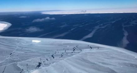 La Antártida se rompe en icebergs gigantes