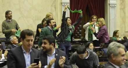 Se aprobó en Diputados la despenalización del aborto con 129 votos a favor y 125 en contra