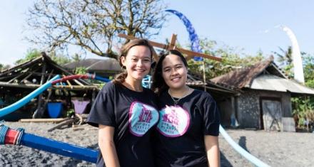 En Bali, dos adolescentes que iniciaron una iniciativa contra las bolsas plásticas