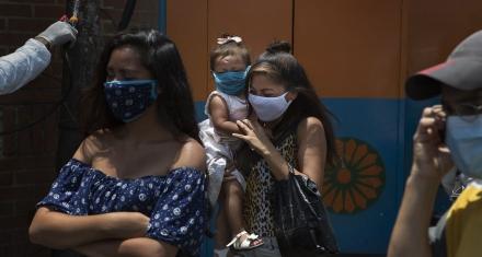 Venezuela: La comunidad de donantes promete cerca de 2800 millones de dólares para los refugiados y migrantes