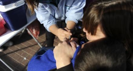 Argentina: evalúan quitar el refuerzo de la vacuna de la meningitis a los chicos de 11 años