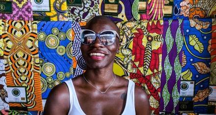 Una mujer visita todos los países del mundo para combatir los residuos plásticos