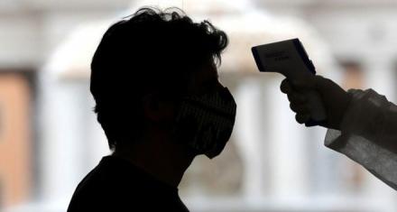 Médicos advierten los efectos que el coronavirus puede tener en el cerebro