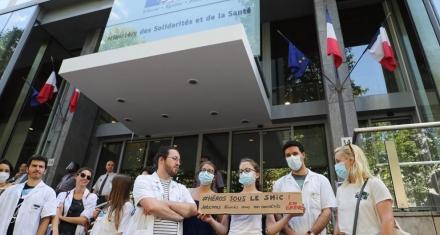 Francia: Invertirán más de 8 mil millones de euros en subir los sueldos de los sanitarios