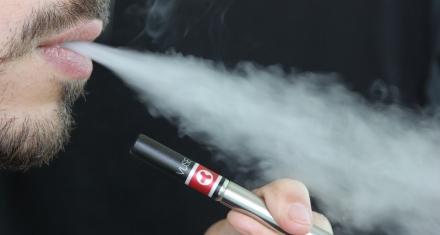 Trump plantea la prohibición de los cigarrillos electrónicos por los daños pulmonares