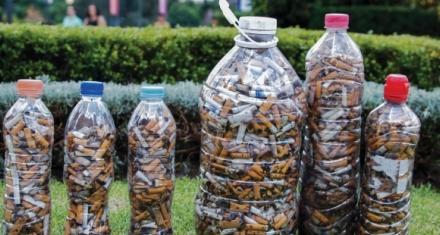 Crean objetos en base a las colillas de cigarrillos