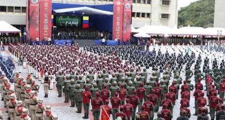"""Organizaciones de DDHH denuncian """"torturas"""" contra militares acusados de conspiración en Venezuela"""