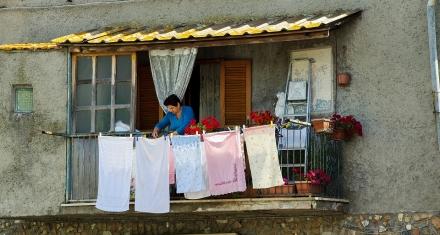 En Argentina las mujeres dedican el 50% más de tiempo a la limpieza que los hombres