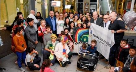 En el Hospital Pedro Elizalde los niños entraran al quirófano en autos a batería y no en camillas