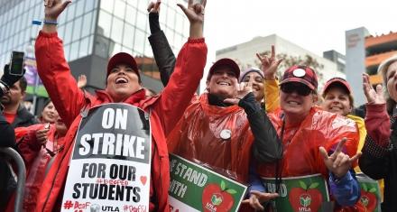 Los Ángeles: Huelga indefinida de maestros que deja sin clase a más de medio millón de alumnos