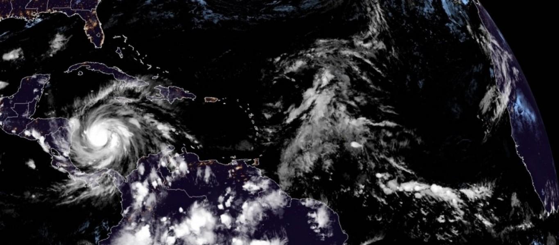 El huracán Iota alcanza la categoría 4 con vientos de 225 km/hora. EFE/ NOAA-NHC