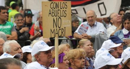 Argentina: Un fallo de la corte sobre pensiones le genera un nuevo conflicto al Gobierno