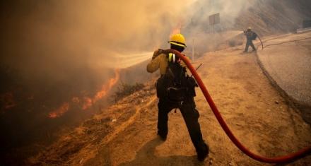 Estados Unidos: Incendio forestal cerca de Los Ángeles quema más de 10.700 hectáreas