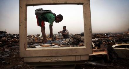 Basura tecnológica: Sus huellas acaban en la sangre de los habitantes de África