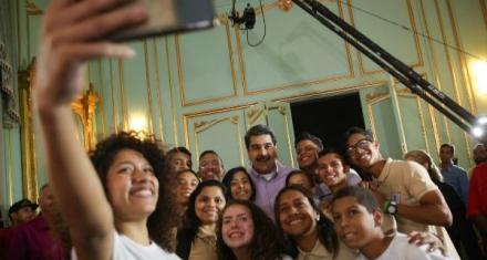 Venezuela: Para atajar la crisis alimentaria Maduro propone gallineros y huertos escolares
