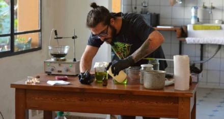 Procesan a un activista por enseñar a hacer aceite de cannabis