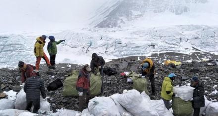 Prohíben plásticos de un solo uso en la región del Everest