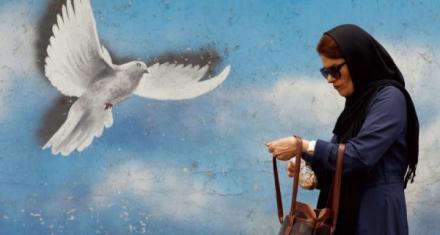 Irán: Un fiscal prohíbe a las mujeres ir en bicicleta por considerarlo