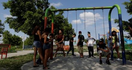 Latinoamérica: Una de cada tres jóvenes no estudia ni trabaja