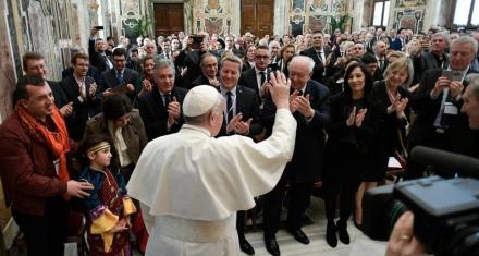 Francisco admite abusos de sacerdotes y obispos a monjas