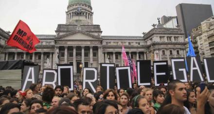 Se redujo la brecha en la votación por el aborto legal