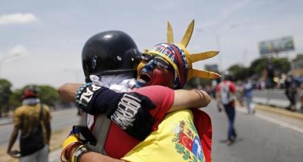 Venezuela: Más de 2 mil ataques a la libertad de expresión y bloqueo informativo de parte de Maduro