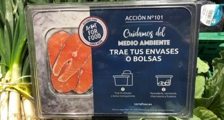 En España Carrefour permite que los clientes usen sus propios recipientes para combatir el plástico