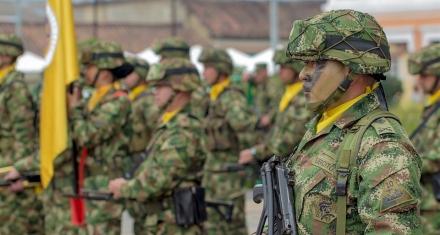 Colombia: Cientos de desplazados por choques entre militares y un grupo armado