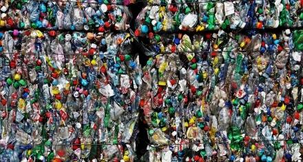 Interceptan en Malasia tráfico ilegal de residuos plásticos procedentes de España