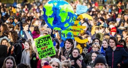 En Europa estudiantes se vuelven a manifestar contra el calentamiento global
