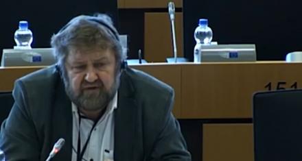 Eurodiputado cuestiona que las mujeres puedan hacer el mismo trabajo que los hombres