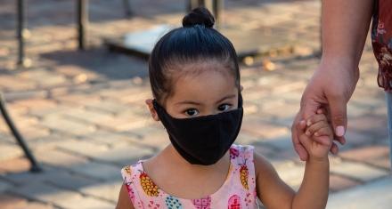 El mundo se prepara para el regreso escolar en pleno retorno del virus