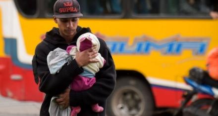 Miles de bebés de padres venezolanos nacidos en Colombia no tienen nacionalidad