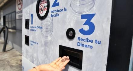 Ecuador busca confeccionar ladrillos con botellas plásticas usadas