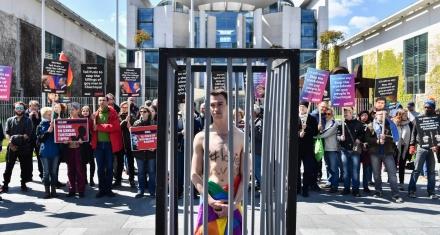 ONGs y activistas alertan de una nueva purga contra gays y lesbianas en Chechenia