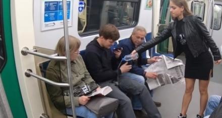 Rusia: Rocían con lavandina a los hombres que viajan con las piernas abiertas en el subte