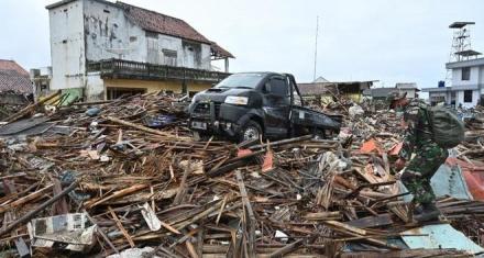 Indonesia: Elevan el nivel de alerta por el volcán causante del tsunami
