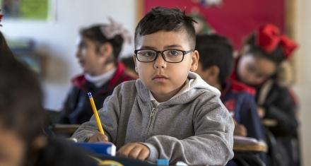 Polémico estudio afirma que los niños más atractivos sacan mejores notas