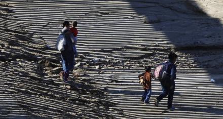 Estados Unidos: Admiten haber separado más niños de sus familias de los que habían reconocido