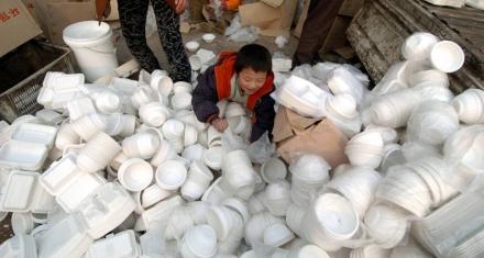 China: Una marea de envases plásticos