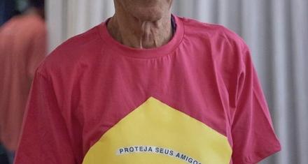 Brasil: Caetano Veloso se vistió de rosa contra las políticas machistas de Bolsonaro