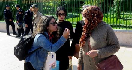 """El movimiento """"Yo No Me Callo"""" reparte silbatos en Marruecos"""
