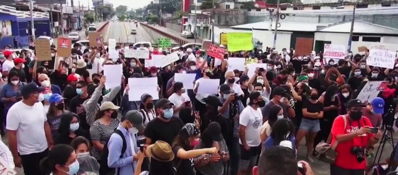 210503_4355118_Miles_de_salvadorenos_protestan_por_la_desti