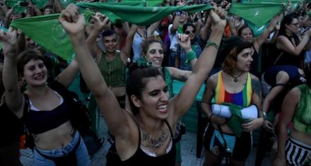 Argentina: Pañuelazo frente al Congreso para reclamar por la legalización del aborto
