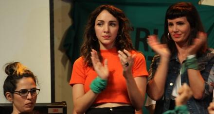 """#MeToo argentino: La actriz que denunció a Juan Darthés pidió """"seguir haciendo ruido"""""""