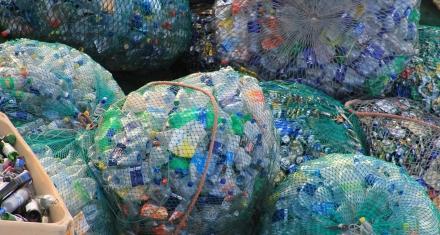 Coctel de enzimas capaces de devorar el plástico PET