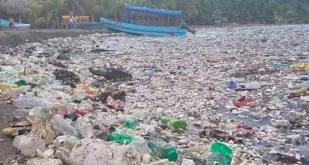 Honduras: La paradisíaca playa llena de basura
